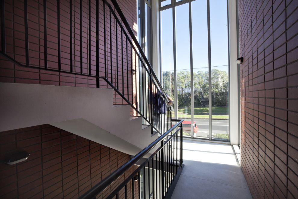 Apartment building types: Building access arrangement